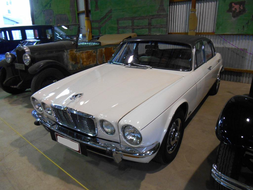 1975 Jaguar XJ6   A tidy 1975 Jaguar XJ6 in a car club displ…   Flickr