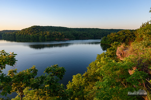 lakeoftheozarksstatepark osagebeach missouri rockytop trail june summer nikond750 green trees early morning sunrise dawn cliff scenic view overlook clear sunny blue sky rocky lake water grass tamron2470mmf28 dolomite ozarks