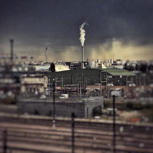 Habemus industrius papam       #instamood #industrial #urban #cityscape #smoke #dirt #paris #pollution #periph #ceciestunhashtag #lungs #cancer