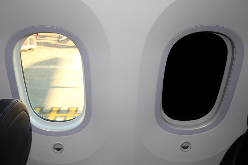 Boeing 787-8 Dreamliner – Jetairfly (TUI Airlines Belgium) – OO-JDL – Brussels Airport (BRU EBBR) – 2013 12 10 – Parked – 02 – Copyright © 2013 Ivan Coninx Photography