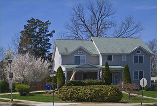 House at N. Edgewood St. and Franklin Rd. Arlington (VA) April 2014 | by Ron Cogswell