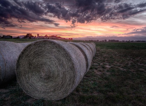 ranch sunset sky field clouds twilight colorado farm longmont perspective boulder pasture rockymountains hay agriculture plains bale frontrange indianpeaks bouldercounty