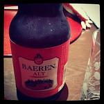 ベアレンビール。赤褐色。上面発酵だそう。