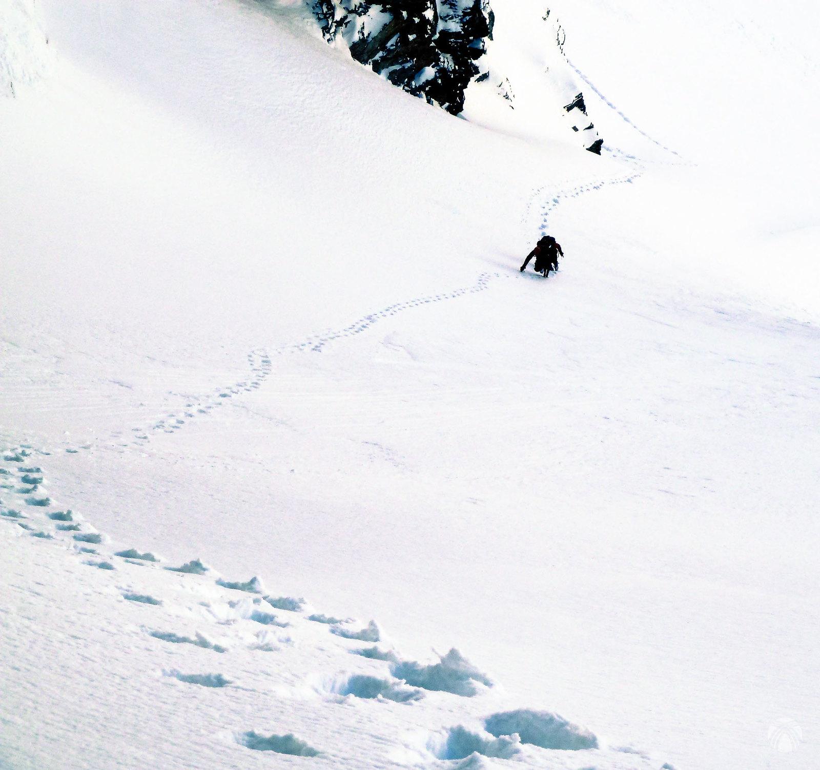 Empezamos los primeros metros por pendientes de nieve moderada