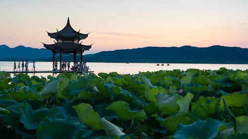 Pagoda in Hangzhou's West Lake (XiHu) | 宝塔在杭州的西湖 | by Vladimir K. Photography