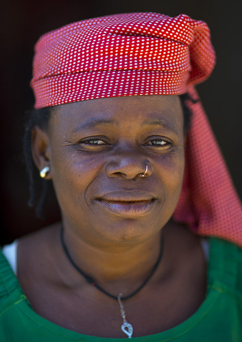 africa people color face vertical closeup outdoors day african unescoworldheritage adultsonly oneperson mozambique frontview moçambique mocambique mozambico eastafrica mosambik traditionalclothing blackskin onewomanonly lookingatcamera ilhademoçambique mozambic colourimage 1people モザンビーク portuguesecolony onlywomen islandofmozambique 莫桑比克 מוזמביק 모잠비크 haedwear moz547 provincedenampula 莫三鼻給莫三鼻给