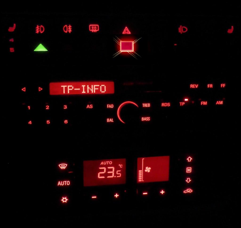 Audi A4 - Nachtdesign - dashboard night - RDS radio and AC