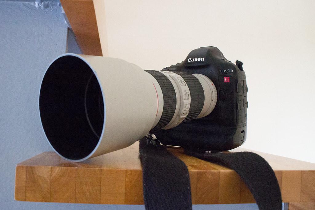 RF70-200mm F4L 発売延期
