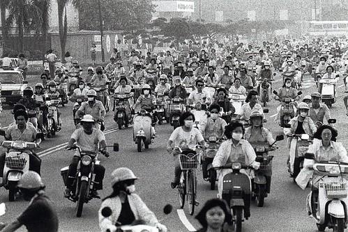 圖02  1960年代的台灣加工出口區上下班人潮,這是台灣經濟起飛的年代