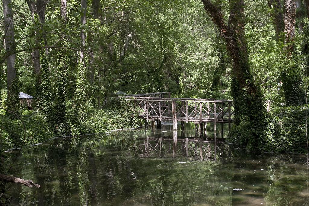 Resultado de imagen de Lago de los Patos monasterio de piedra