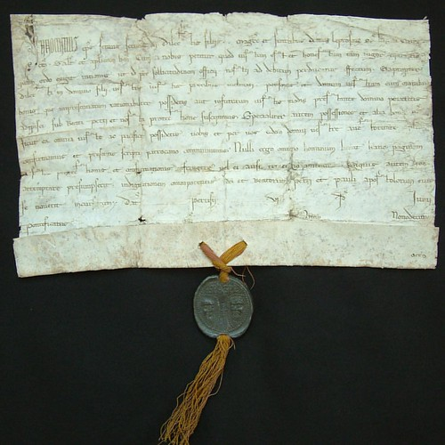 With Pope Francis in the U.S., we checked with @wsulibrariespullman see what papal items they have in the @wsupullman archives. Check out this Papal Bull from Pope Innocent III, dated June 8, 1216. More info at the link: http://www.wsulibs.wsu.edu/masc/fe