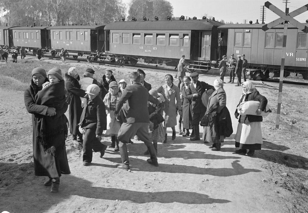 Hyrsylan Mutkan Asukkaat Matkalla Karanteenileiriin Flickr