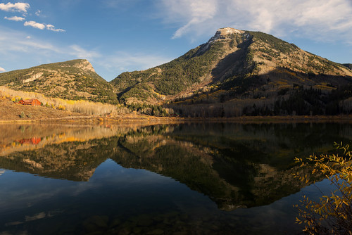 beaverlake lateafternoon waterreflections rustic rural mountains cabin marble colorado fallfoliage autumn