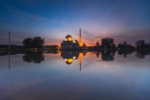 reflection night sunrise canon golden muslim malaysia bluehour islamic beautifulasia 5dmarkii 5dmark2 slightlycloudy pwpartlycloudy