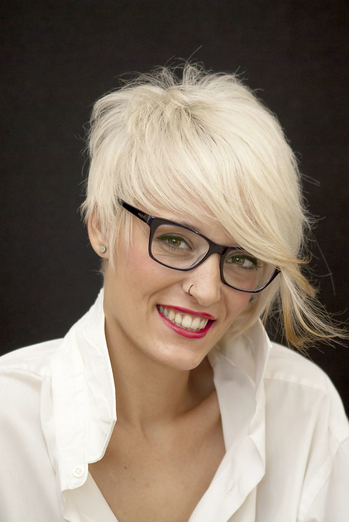 Girl With Short Hair Glasses Hairstyles Of Pretty Girls Wi