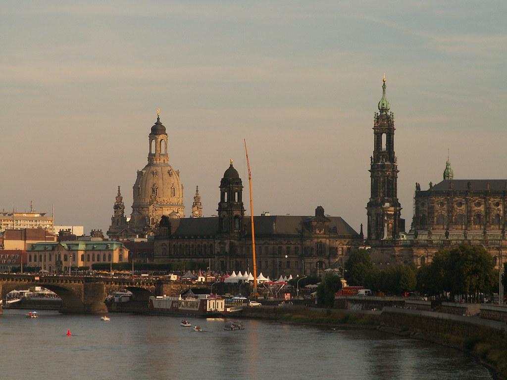 Vom 16. bis 18. August 1501 wurde Dresden und das Elbtal, verursacht von einem neuntägigen Regen in Böhmen, von einem besonders schweren Hochwasser heimgesucht. Die ersten bekannten Hochwasser in Pirna in den Jahren 1427 und 1432 zeichnete der Pirnaer Dominikaner und Chronist Johannes Lindner auf 0195