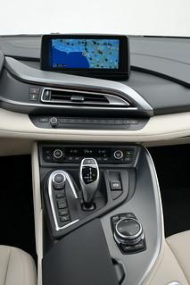 BMW-2014-i8-Int-08