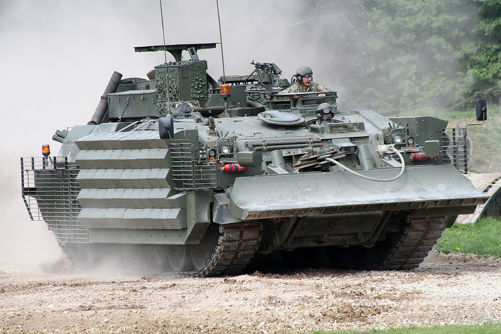 9f6eed828b7a ... CRARRV (Challenger Armoured Recovery vehicle) British Army 70KG73