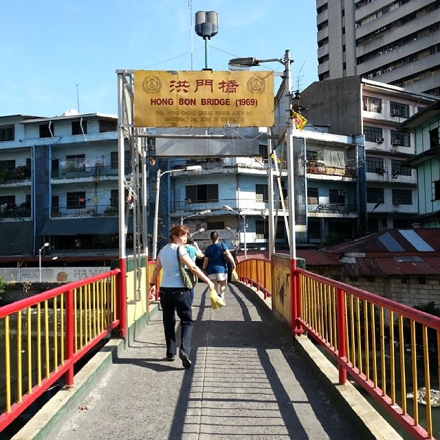Been to Binondo all my life but it is my first time to see this bridge. Hello HONG BON BRIDGE! Nice to meet you! #bridge #bontongbridge #binondo #binondobridge #walkway #avftl #downtown