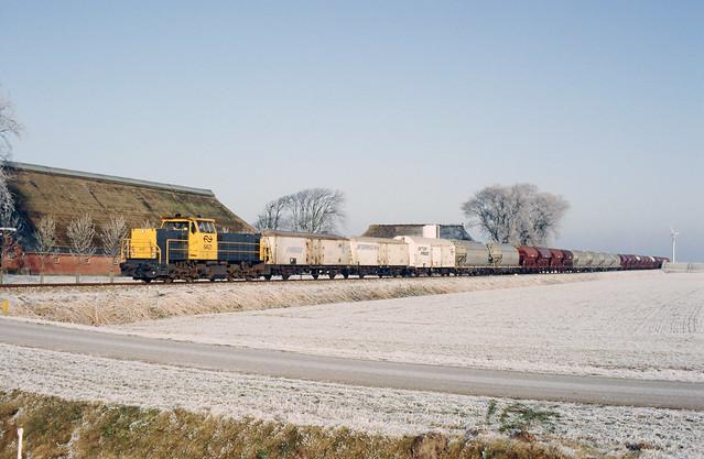 NS 6421 vertrekt uit de Eemshaven, 1992.