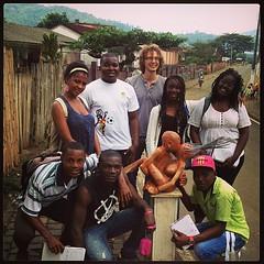 Equipa de escritores Wê a visitar artistas em #Angolares.