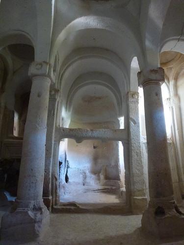 Turquie - jour 21 - Vallées de Cappadoce  - 149 - Çavuşin, Kızıl Çukur (vallée rouge) - Direkli Kilise (église aux colonnes) | by Lost in Anywhere