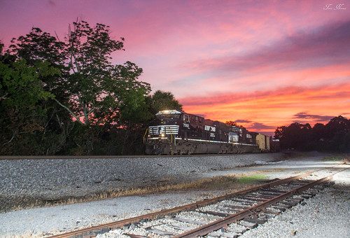 norfolk southern train railroad atlanta north district dallas georgia division freight manifest 361 tennessee macon ge es40dc locomotive sunset outdoor