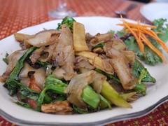 日, 2013-08-04 12:50 - Kouy Teaw Kee Mowe (Sautéed wide rice noodle with bamboo shoot, vegetable, basil, pork)