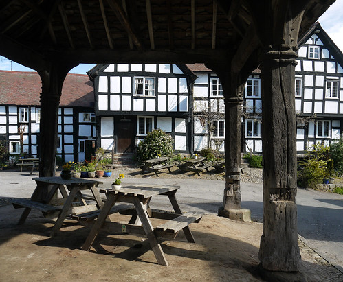 old uk windows england blackandwhite english heritage history beautiful doors britain eu medieval tudor british herefordshire lovely halftimbered picnictables pembridge markethall a44 thenewinn louiseenglish herefordshireblackandwhitevillages