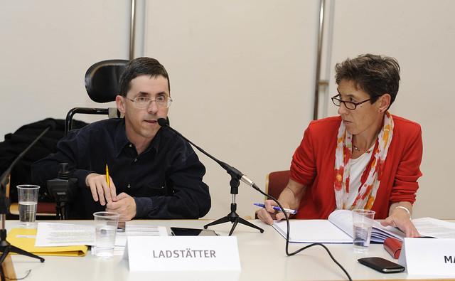 Johanna Mang und Martin Ladstätter beim Monitoringausschuss am 7. November 2013 in Wien
