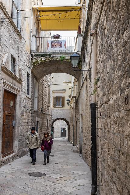 Trani - Puglia - Italia --- Alley