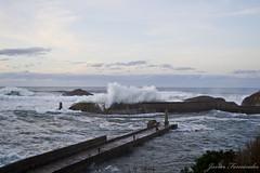 Ola rompiendo en el Puerto de Tapia