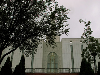 Templo entre arboles .......pero en donde ?... Moratalaz (Madrid)