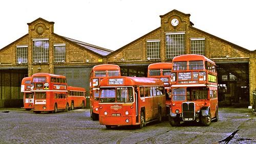 bus rt rf parkroyal londontransport mcw aec regaliv regentiii fulwellgarage