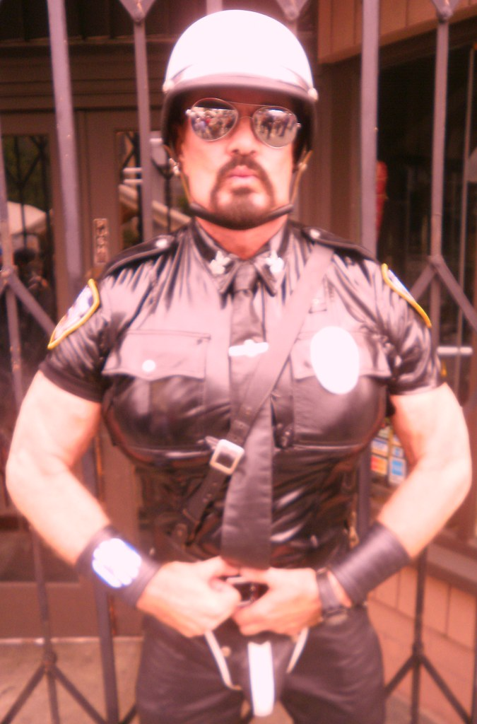 HOT LEATHER COP ! ~ FOLSOM STREET FAIR 2011 ! ( safe photo )