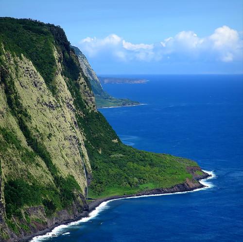 hawaii bigisland coast cliffs seascape landscape coastal scenery waipiovalley lookout coastline waipio shoreline seacliffs kohala waipiʻo peterch51 square squareformat america usa