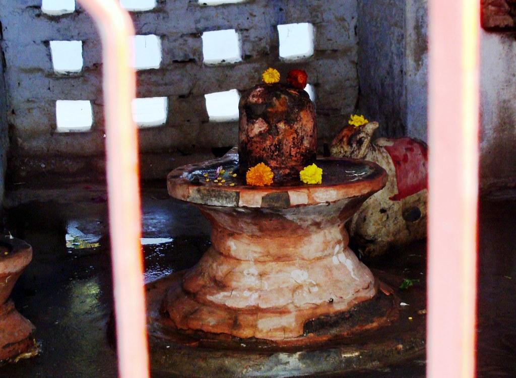 Shivalaya at a Kutir in Baba Mansharam Ashram in Khadra, L…   Flickr