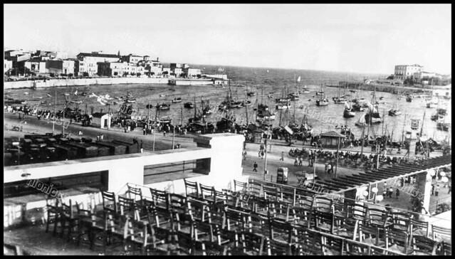 """Το Πασαλιμάνι από την ταράτσα του θερινού κινηματογράφου """"Παλλάς"""" κατά την διάρκεια της γερμανικής Κατοχής."""