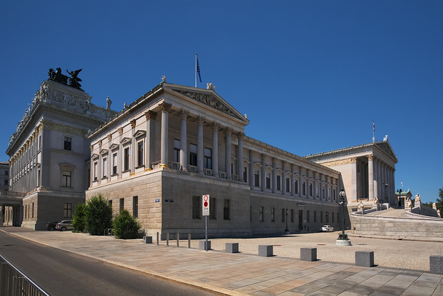 RUS03718(Austrian Parliament)