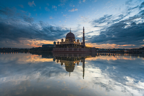 lake reflection canon mirror mosque malaysia putrajaya islamic gettyimages 5dmarkii 1635f28mk2
