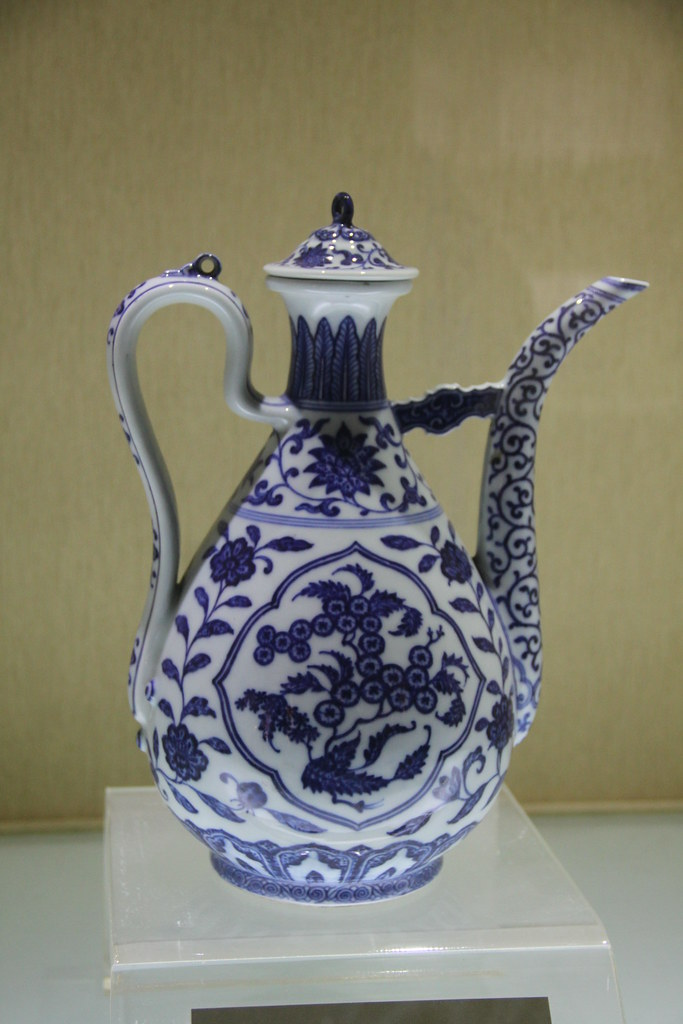 Manchu Forbidden City Qing Blue-and-White Porcelain