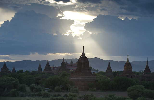 MM071 Pagodas at dusk - Bagan