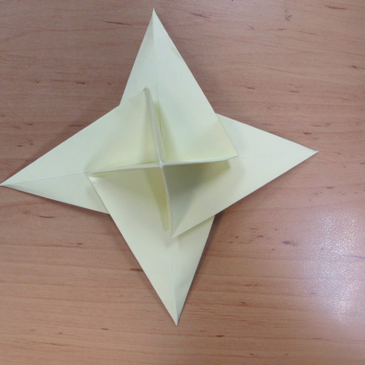 วิธีพับกระดาษเป็นดอกกุหลายแบบเกลียว 029