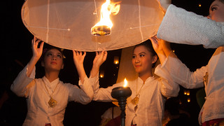 2013-11-16 Thailand Day 09, Yi Peng Khom Loi Festival 2013, Maejo University, Chiang Mai | by Qsimple, Memories For The Future Photography
