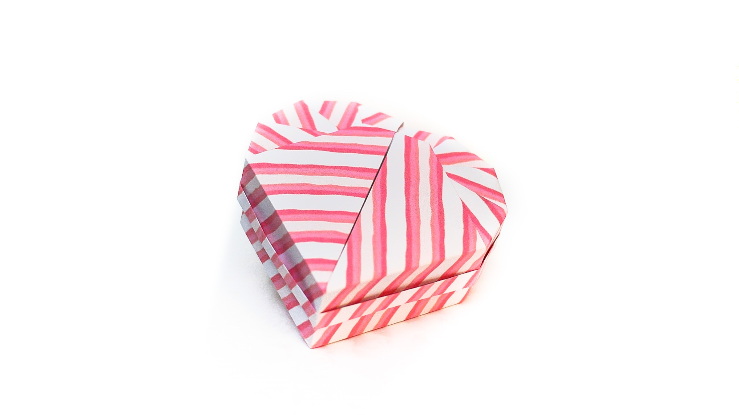 การพับกระดาษเป็นกล่องของขวัญรูปหัวใจสำหรับวันวาเลนไทน์