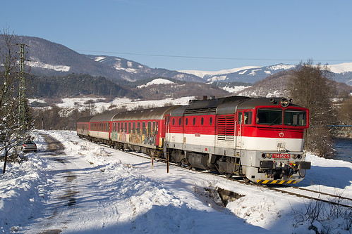 winter train railway vlak 052 zsr 754 zeleznica zssk dubová