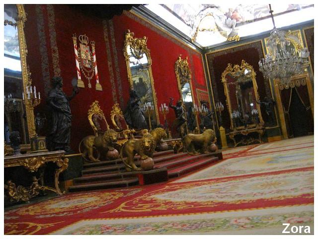 Une salle du palais royal à Madrid