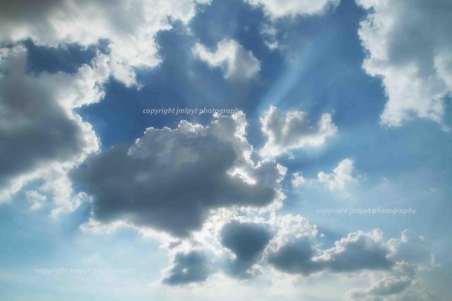Nuages blanc et rayon soleil [22072013-IMG_4855]