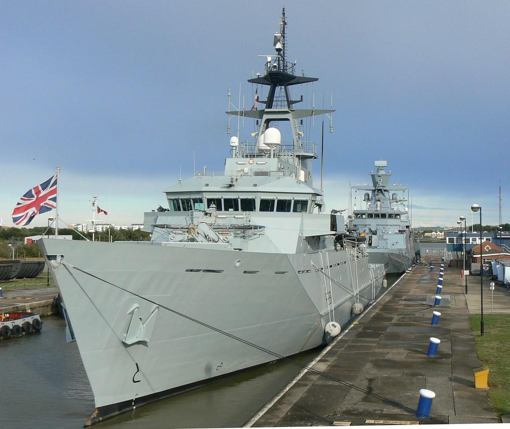 HMS Tyne P281 (4) @ KGV Lock 08-09-13