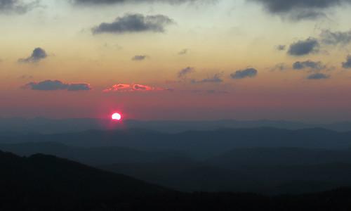 sun sunrise landscape northcarolina blueridgeparkway westernnorthcarolina partialsolareclipse southernappalachians thunderhillsoverlook canonpowershotsx40hs